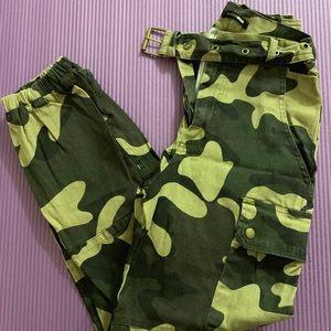 💲 DEAL 💲Camo cargo pants